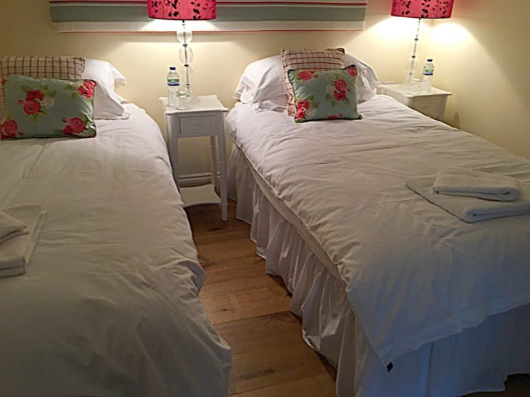 Withyslade Cottages Twin Room, Tisbury Accomodation
