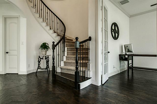 6602 Springwood Foyer
