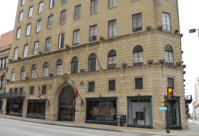 1900 Elm exterior