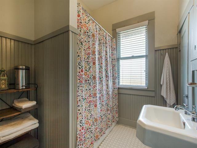 130 N. Edgefield Second Bath