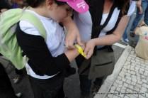 Todas as crianças tinham de usar uma pulseira com os contactos dos pais, para o caso de se perderem