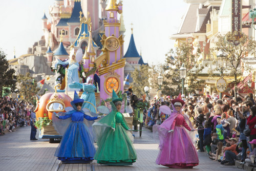 02-Disney_Magic_on_Parade