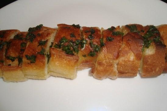 Baguette apéritive à l'ail et au persil