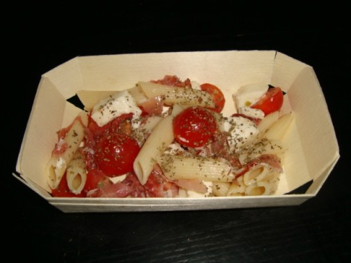 Salade de pâtes au jambon de Parme, tomates cerise et mozzarella.jpg