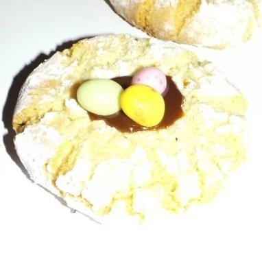 NIDS DE PAQUES  Macaron italien amaretti et pâte à tartiner.jpg