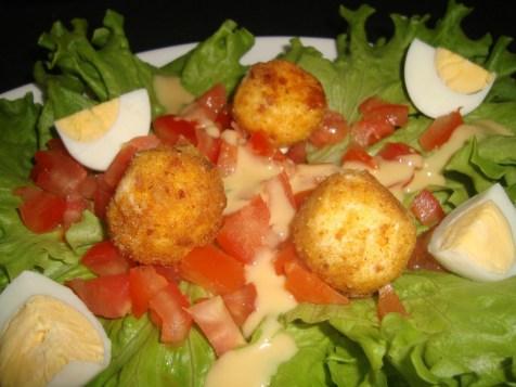Salade avec ses boulettes de kiri pané3