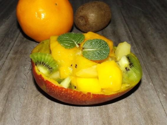 Salade de fruits exotiques ( mangue, ananas et kiwi )