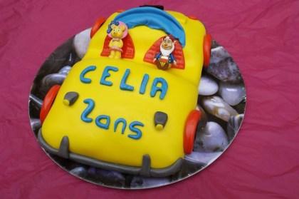 Voiture Oui-Oui en pâte à sucre ( 2 ans Célia )5