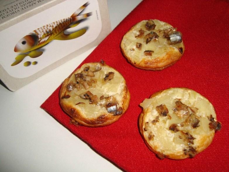 Mini-feuilletés de sardines à l'huile façon flammekueche
