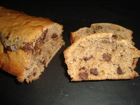 cake à la peau de banane et aux pépites de chocolat noir