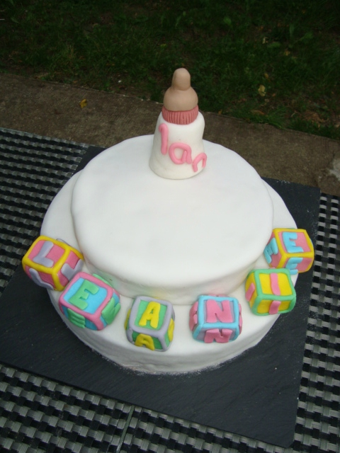 gâteau d'anniversaire en pâte à sucre 1 an léanie