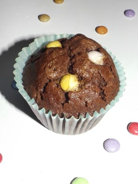 Muffins au chocolat et aux smarties.jpg