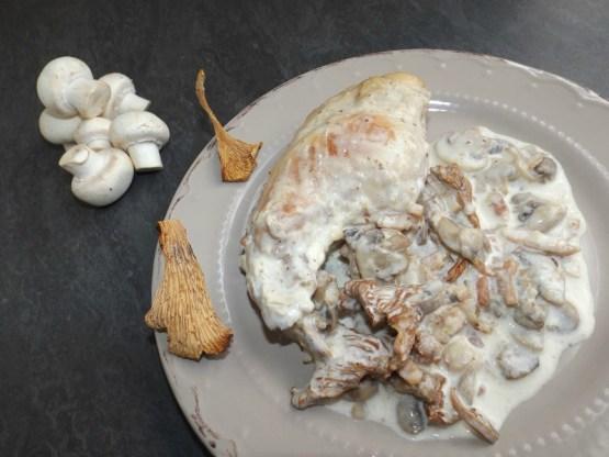 Cuisses de lapin à la crème et aux champignons ( champignons de Paris et girolles ).jpg