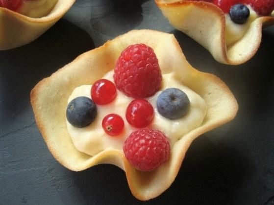 Méli-mélo de fruits et de crème pâtissière en corolles1