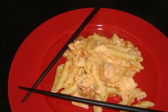 One pot pasta aux saveurs asiatiques (lait de coco, pâte de curry, saumon, crevettes)