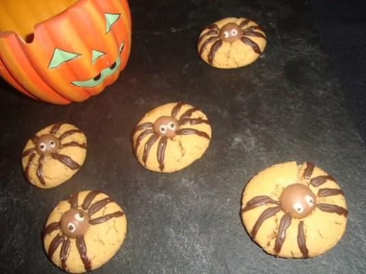 Cookies araignées au beurre de cacahuètes (Halloween)