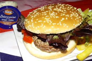 Hamburger au boeuf mozzarella et sauce béarnaise2