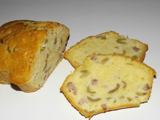Cake aux olives et au jambon.jpg