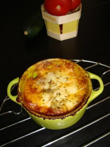 Cassolette de courgettes, oignon et tomates à l'estragon...gratinée à la mozzarella.jpg