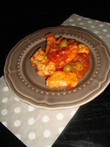 Escalopes de poulet à la tomate, aux olives et aux anchois.jpg