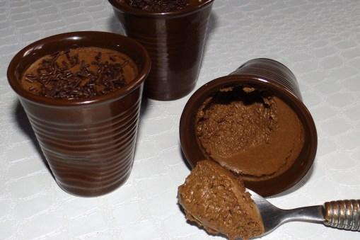 Mousse au chocolat noir et au lait concentré2