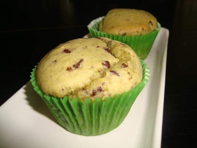 Muffins au thé matcha, lait de coco et pépites de chocolat