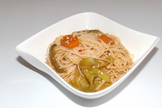 Nouilles chinoises sautées aux légumes (carottes, courgette et poivron)