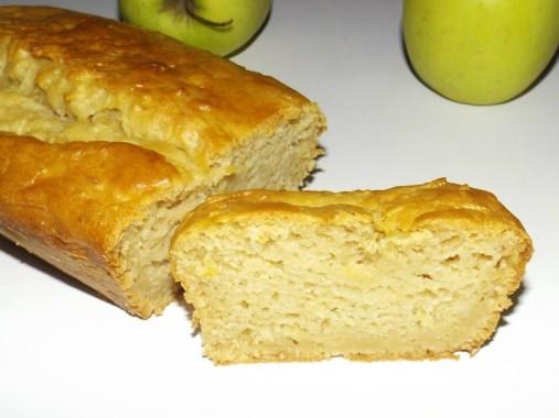 Cake moelleux aux pommes râpées et à la vanille ( Recette Veggie ).jpg