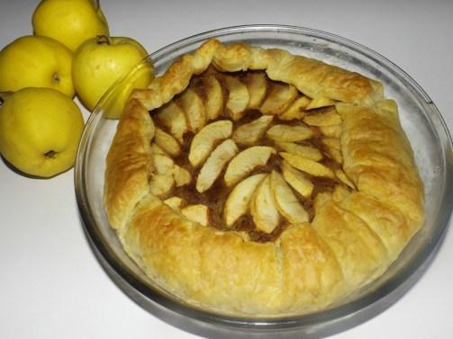 Tarte rustique aux pommes et aux prunilles.jpg