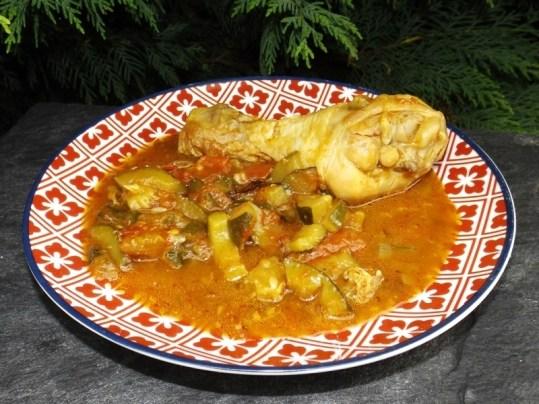 Wok de poulet aux tomates et aux courgettes