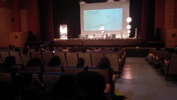 """Gonzalo Ruiz, Utrilla en la conferencia de clausura el evento Impulsame con su charla """"Tendencias de negocio exponenciales""""."""