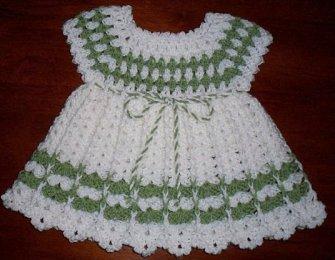 beyaz-yesil-bebek-elbise-orgu-modelleri
