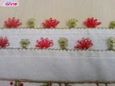 Küçük çiçekli iğne oyası modeli