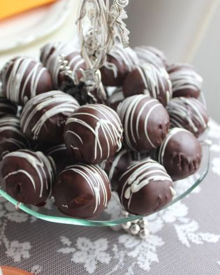 Bol çikolatalı toplar