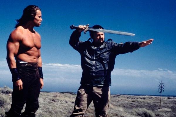 CIBASS John Milius con Schwarzenegger en el rodaje de Conan