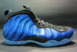 3_nike-air-foamposite-one-dark-neon-royal-white-black-2