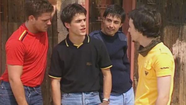 """Un jovencísimo Darío Paso en un frame de la serie """"Al Salir de Clase""""."""