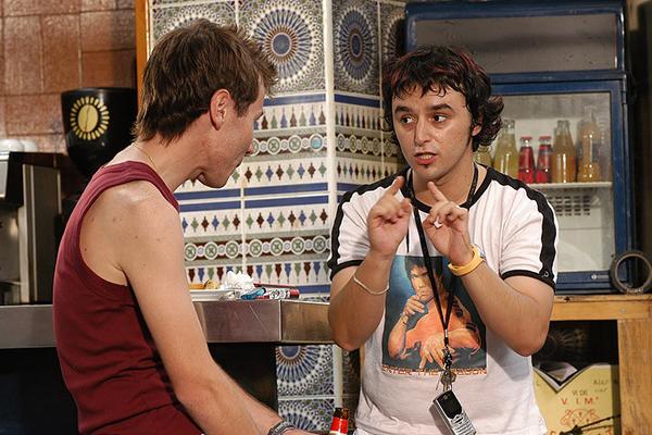 """Escena de la película """"Tapas"""", dirigida por José Corbacho, donde vemos a Rubén Ochandiano (izquierda) y a Darío Paso (derecha)"""