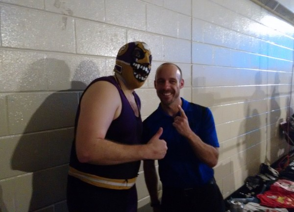 00-Evil Uno y el arbitro Bryce Remsburg