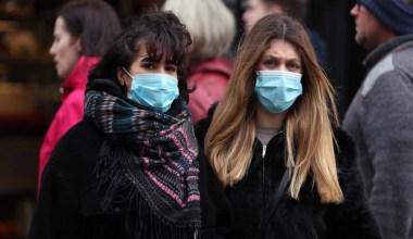 Dikkat çeken ayrıntı! Cerrahi maskenin üzerine kumaş maske riski azaltıyor