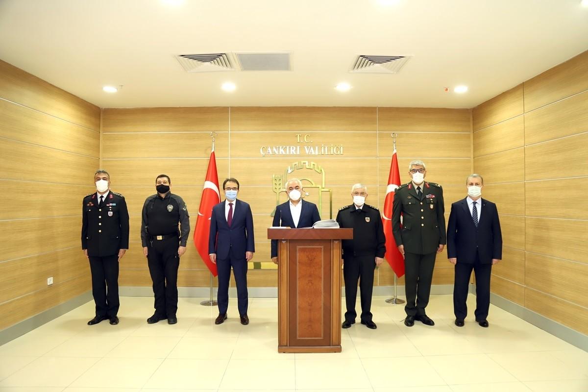 İçişleri Bakan Yardımcısı Ersoy ve Orgeneral Çetin, Vali Ayaz'ı ziyaret etti