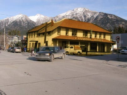 The Canmore Hotel, both modern and in the 1950s. ©Rob Alexander
