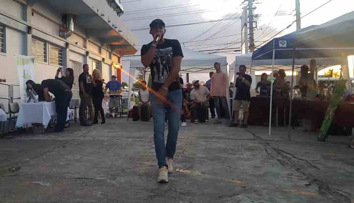 Musician performing during sunset in Mayagüez, at the cannabis education event. (Photo courtesy of Vive Boriken and D'Lab)