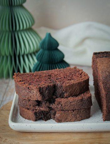 pile de tranches de gâteau au vin rouge