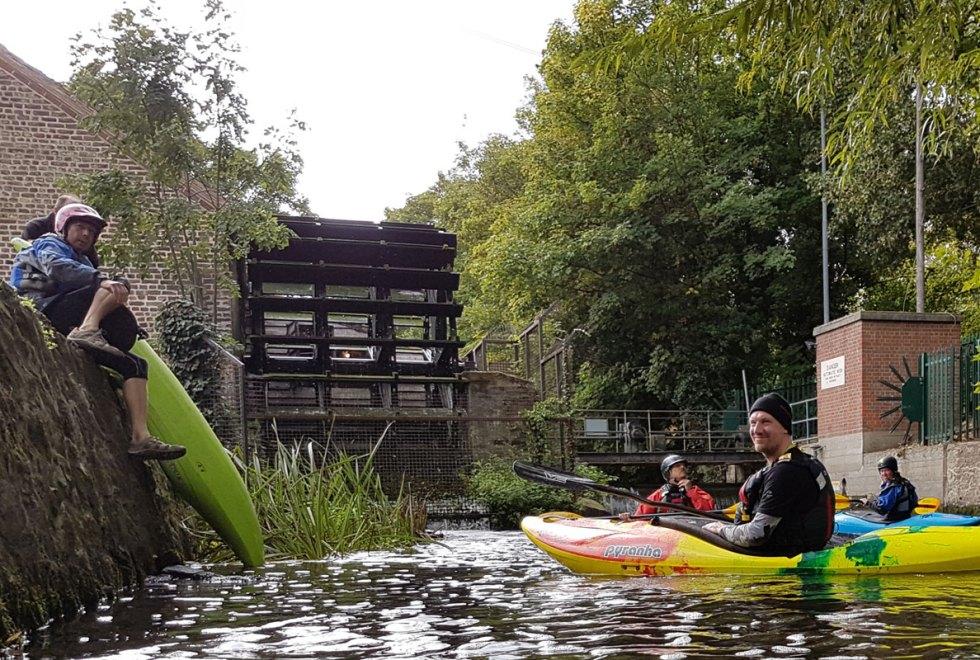 Kayaking-Wandle-get-on-Merton-Abbey-Mills