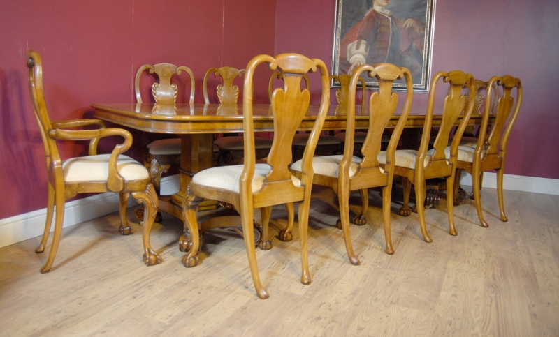 Georgian Dining Table In Walnut & 8 Queen Anne chairs