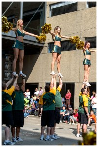 Eskimo cheerleaders
