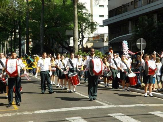 Desfile cívico de Maringá: presença das fanfarras dos Clubes Cidade Canção, Jardim Alvorada e Refúgio