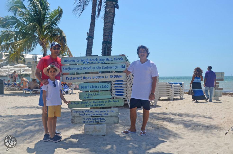 Praia perto do nosso hotel em Key West