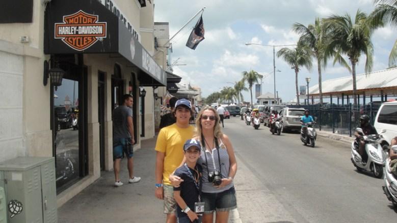Eu e meninos Nassau
